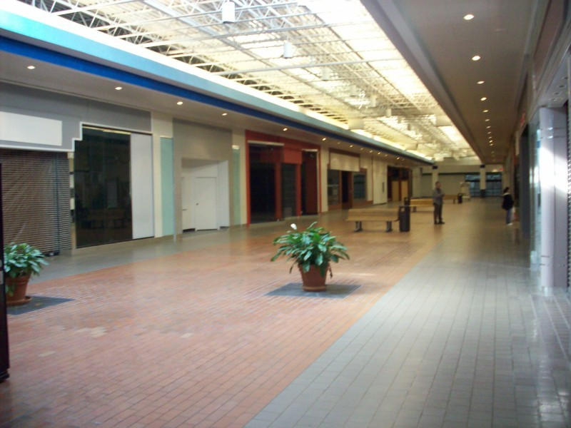 Muscatine Mall Empty Space Here